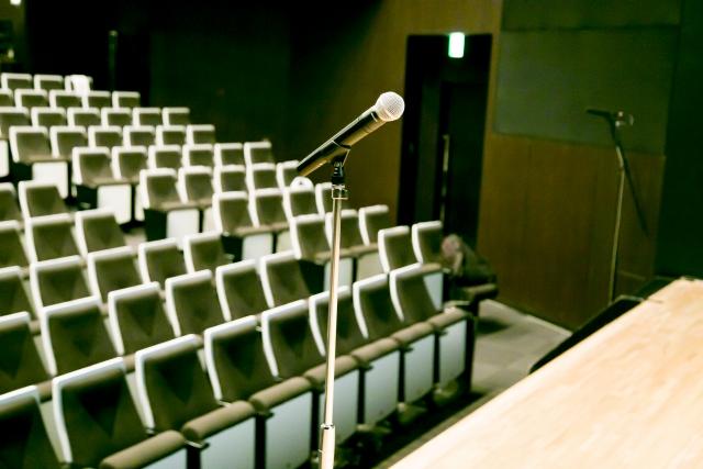 ホールで歌う
